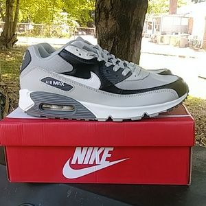 Air max 90 essential. Size 11
